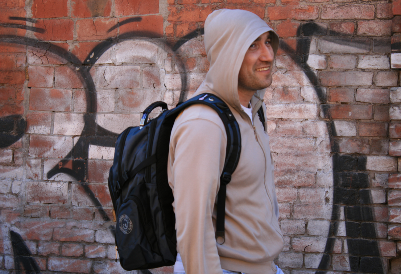 модель-с-рюкзаком